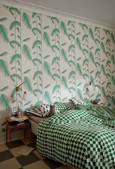 patterned wall paper, checked sheets + printed pillows.. it's all in the mix.