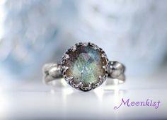 Filigree Rose Cut Labradorite Ring In Sterling - Silver Vintage-Inspired Bezel Set Gemstone Ring - Color Change Labradorite Gypsy Ring