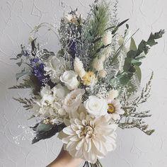 画像に含まれている可能性があるもの:花、植物、木、自然、屋外 Top Wedding Dress Designers, Flower Packaging, Oklahoma Wedding, Outside Wedding, Flower Centerpieces, Flower Bouquet Wedding, Dried Flowers, Flower Designs, Wedding Details