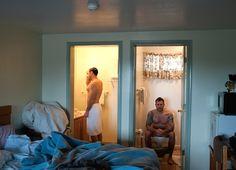 Un fotógrafo desnudo expone su intimidad públicamente