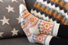 Knitting Charts, Knitting Socks, Knitted Hats, Knitting Patterns, Knit Socks, Cute Socks, Holiday Travel, Mittens, Knit Crochet