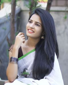 Pretty Beautiful Girl, Beautiful Girl Indian, Beautiful Saree, Beautiful Hands, Beautiful Places, Beautiful Women, Girl Number For Friendship, Most Beautiful Bollywood Actress, Indian Girls Images