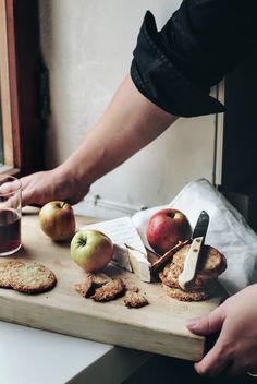 Parmesankeksit omenan ja juuston kera - Suvi sur le vif   Lily.fi