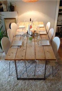 Esszimmertisch aus Schalbretter - hier gibt's die Selbstbauanleitung für das tolle Möbelstück - #OBI Selbstgemacht! Blog. Selbstbauanleitung für jedermann. #DIY #Holztisch: