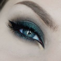 Gorgeous look for our green eyed babes! This 'Envy' look by Havsvind using Makeup Geek's Envy, Gold Digger and Mocha eyeshadows!