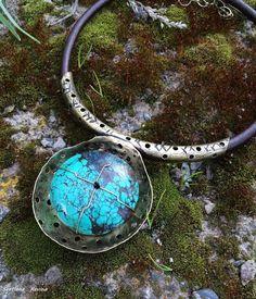 """Купить колье """"Гойтосир"""" из латуни и бирюзы на кожаном шнуре - бирюзовый, колье с камнями, светлана ревина"""