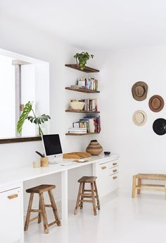 Working from home? Create the perfect stylish home office or study nook with these clever ideas. Working from home? Create the perfect stylish home office or study nook with these clever ideas. Office Nook, Home Office Space, Home Office Desks, Office Spaces, Office Shelf, Work Spaces, Home Office Storage, Desk Space, Office Organization