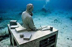 El Coleccionista de Sueños (Dream Collector) Depth 9m, Cancun / Isla Mujeres, Mexico.