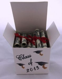 Punny Are These 5 Crafty Ways to Give Cash Gifts? Give your graduates the roll of paper that they *really* want with these dollar-bill diplomas.Give your graduates the roll of paper that they *really* want with these dollar-bill diplomas. Graduation Presents, Graduation Celebration, Graduation Cards, Graduation Ideas, College Grad Gifts, Graduation 2015, Homemade Gifts, Diy Gifts, Cash Gifts