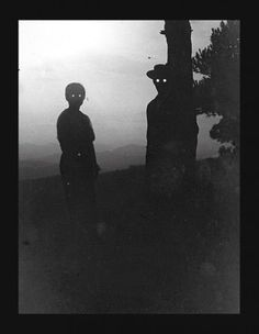 This early photo doesn't have a good explanation. Its just freaky.