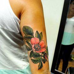 Tattoo que realice en el estudio de mi amigo @nikoortegatattoo en Tinta, #neuquen Ya de vuelta en #buenosaires y tomando turnos. Salud y amor! ♥ #tattoo #botanicaltattoo #tattooed #tattoos #tattooartist #tattooartist #tattoo #flowers #flores #belpainefilu #bttbuenosaires #rosas #rose #rosetattoo #rosetattoos #rosasimples