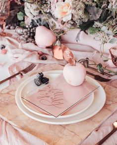 This blush colored marble table set is SO cute for a copper + marble themed wedding.