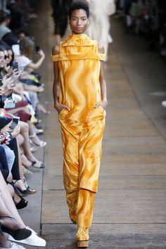 patBo - são paulo resort 2017 Tokyo Fashion, Fashion 2017, Fashion Show, Womens Fashion, Seoul, Ukraine, Istanbul, Best Leather Jackets, Vogue