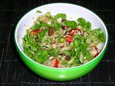 La quinoa es muy nutritiva. ¿Por qué no la incluyes en tu dieta? Aquí, una ensalada que la lleva