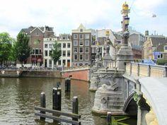 bridge over the river the Amstel (blauwbrug), Amsterdam