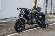'Jab Launcher' is a shot of two-wheeled adrenaline, and one of the most exciting builds yet from wunderkind Winston Yeh. Scrambler Icon, Scrambler Ducati, Ducati Cafe Racer, Scrambler Custom, Ducati Motorcycles, Cafe Racer Motorcycle, Cafe Racers, Motorcycle Seats, Ducati Icon