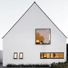 Modern house in white architecture .- Modernes Haus in weiß Modern house in white architecture - Architecture Durable, Architecture Design, Minimalist Architecture, Modern Architecture Homes, White House Architecture, Windows Architecture, Classic Architecture, Modern Buildings, Residential Architecture