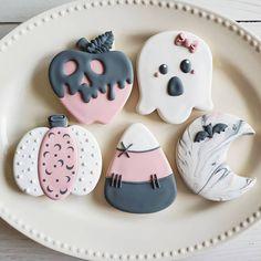 Halloween Cookies, Cookie Decorating, Biscuits, Doodles, Sad, Baking, Recipes, Instagram, Crack Crackers