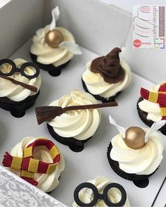 Awesome Harry Potter Cupcakes made by Marzia CarusoYou can find Harry potter cakes and more on our website.Awesome Harry Potter Cupcakes made by Marzia Caruso Pastel Harry Potter, Bolo Harry Potter, Gateau Harry Potter, Harry Potter Food, Harry Potter Wedding, Harry Potter Desserts, Harry Potter Treats, Harry Potter Cupcakes, Harry Potter Birthday Cake