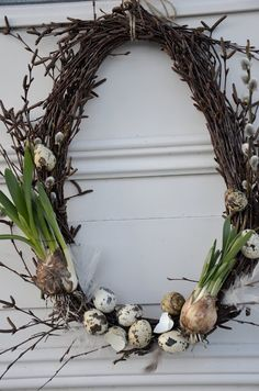 Spring Wreath - simple grapevine wreath, decorated with pussy willow, speckled eggs & bulbs. How pretty! Egg Decoration| Bunny Accessories| Easter Food| Cookie Recipe| DIY decoration| Repin it
