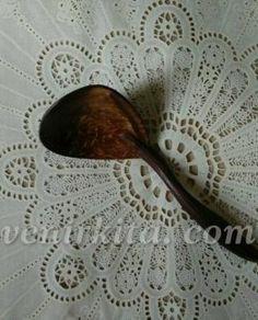 Souvenir pernikahan Irus Batok. Lebih terlihat natural karena terbuat dari tempurung kelapa. Harga hanya Rp 2.500,- sudah dikemas komplit yaitu dikemas plastik, ditali pita dan dipasang kartu ucapannya.