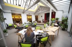 An unusual co-working space in Paris : Mutinerie Coworking Space, Coworking Paris, Co Working, Amazing Spaces, Get Some, Workplace, Innovation, Table Decorations, Outdoor Decor