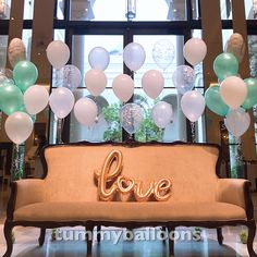 【結婚式】最新ウェルカムスペースアイデア特集!おしゃれに作るコツやアイテムとは? Tokyo, Balloons, Marriage, Ceiling Lights, Wedding, Image, Decor, Valentines Day Weddings, Globes