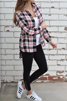 Outfit Ideas to Make a Pretty Look for Fall - lilostyle Plaid Shirt Outfits, Outfits Con Camisa, Sporty Outfits, Mode Outfits, Classy Outfits, Trendy Outfits, Fall Outfits, Fashion Outfits, Flannel Outfits Summer