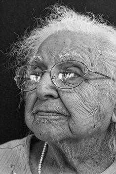 old-woman131.jpg (1067×1600), elderly lady, glasses, wrinckles, lines of life, beauty, powerful face, intense, portrait, b/w