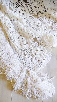 "Vintage crocheted blanket - ""white flowers with fringed"""