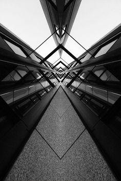 symmetry, reflections on materials TIJD - tijdmachine - van de ene zone naar de . Symmetry Photography, Urban Photography, Abstract Photography, Street Photography, Line Photography, Perspective Photography, Baroque Architecture, Architecture Photo, Interior Architecture