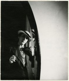 Lotte Jacobi- Autoportrait , 1937, (Museum Folkwang, Essen © The Lotte Jacobi Collection).