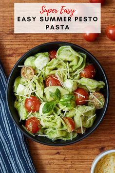 The perfect summer pasta recipe! Delicious tortellini with mozzarella and cherry tomatoes topped with an amazing homeade pesto sauce. Pesto Pasta Dishes, Pesto Tortellini Salad, Summer Pasta Dishes, Summer Pasta Recipes, Quick Pasta Recipes, Pesto Salad, Caprese Pasta, Salad Recipes For Dinner, Healthy Salad Recipes