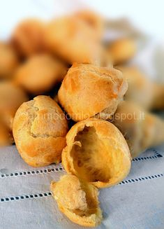 Interno bignèOK Snack Recipes, Snacks, Italian Desserts, Sicilian, Mediterranean Recipes, Chips, Peach, Fruit, Sweet