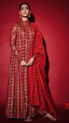 Indian Bridal Fashion, Indian Fashion Dresses, Pakistani Dresses, Indian Outfits, Fashion Outfits, Shadi Dresses, Ethnic Fashion, Costumes Anarkali, Anarkali Dress