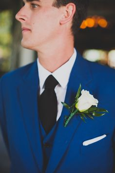 Blue Groom's suit Photography: Chaz Cruz Photography - chazcruz.com