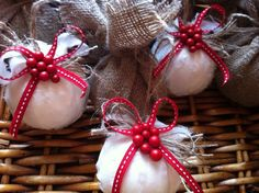 Balls with white linen ornaments