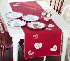 Amazing Cute Table Runner For Valentineu0027s Day