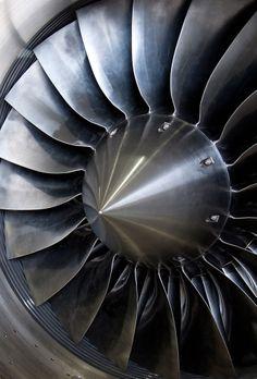 693px-Inlet_of_jet_engine.jpg (693×1023)