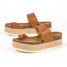 Μοναδική ποικιλία σε μοντέρνα flatforms. Απόκτησε τα με δωρεάν μεταφορικά μόνο από το Shoes Mega Stores.