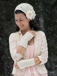 Primrose and Proper Fingerless Gloves Free Crochet Pattern - Kirsten Holloway Designs Fingerless Gloves Crochet Pattern, Fingerless Mitts, Crochet Mittens, Crochet Scarves, Crochet Hats, Crochet Wrist Warmers, Hand Warmers, All Free Crochet, Easy Crochet