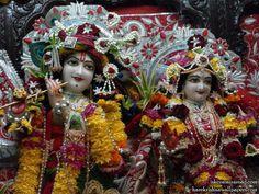 http://harekrishnawallpapers.com/sri-sri-radha-giridhari-close-up-iskcon-mira-road-wallpaper-022/