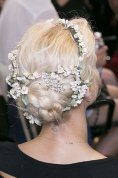 My hair inspiration for this summer is definitely .The braids, the loose waves, the twists and the amazing accessorises, ta. Pretty Hairstyles, Girl Hairstyles, Wedding Hairstyles, Floral Hair, About Hair, Hair Dos, Her Hair, Hair Inspiration, Hair Inspo
