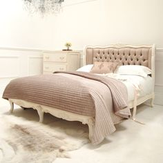 http://www.sweetpeaandwillow.fr/beds-bedroom/beds/classical-white-taupe-silk-bed