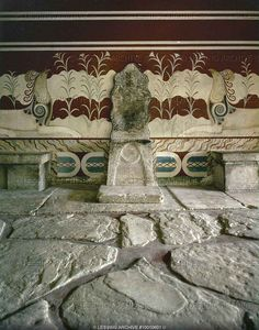 Throne of King Minos as displayed at Knossos archeological site. This picture includes the background mural of the griffins and lilies. Ancient Greek Art, Ancient Greece, Historical Artifacts, Ancient Artifacts, Greek History, Ancient History, Knossos Palace, Minoan Art, Bronze Age Civilization