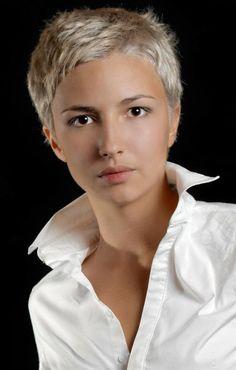 Frisur kurz blond und frech - http://elegante-frisuren.info/67.html #Frisurentrends Frisurentrends2017 #Frisuren #Trendige