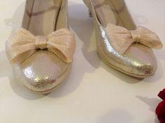 Model Carla X v kombinaci bílá lakovaná + lila (fialová metalická). svatební  boty cd31227c40