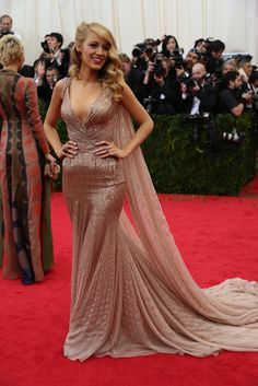Blake Lively is working Old Hollywood glamour! #MetGala