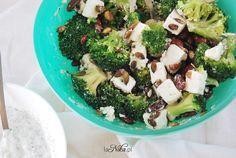 Kiedy jesteśmy zmęczeni i nie mamy już siły stać w kuchni, polecam przyrządzenie tej sałatki. Bardzo szybka w przygotowaniu, z małą ilością składników. Najczęściej jem ją na kolację, kiedy mam ochotę na coś lekkiego. Składniki Ilość: ok. 4 porcje 1... Feta, Broccoli, Vegetables, Cooking, Recipes, Kitchen, Vegetable Recipes, Brewing, Cuisine
