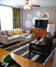 Get clever ideas on small living room interior designs. Don't struggle with small space. Discover amazing small living room interior designs for your home. Eclectic Living Room, Living Room Interior, Home Living Room, Living Room Designs, Living Room Decor, Kitchen Living, Sherwin Williams Perfect Greige, Rich Home, Decoration Inspiration
